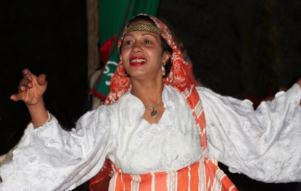 Finis donc les mariages truqués, les pauvres gamines obligées de finir dans le lit d'un vieux pervers pépère, sale et barbu. Vive la liberté des femmes tunisiennes et l'égalité des sexes ! /photo JDL