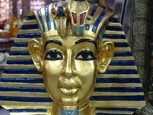 La case de l'Oncle Dom: faut quand même pas pousser Pharaon dans les papyrus…