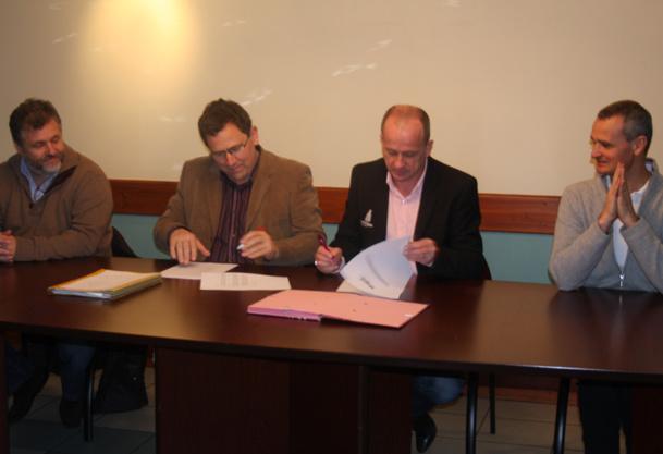 Richard Broche (Maire de Macôt), Nicolas Demas (Directeur Général des Services de la Mairie de Macôt), Jérôme Grellet (Directeur Général de la SAP), Jean-Marc Filippini (Président MMV) et Marc Lafourcade (Directeur Général MMV) - DR