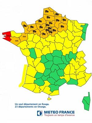 Le Finistère (rouge) et 23 autres départements (orange) en vigilance par Météo France - DR : Météo France