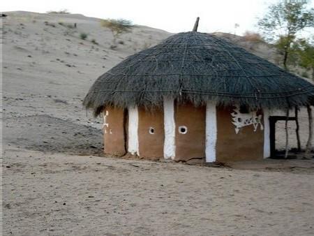 Une maison dhani et son maquillage de chaux - photo W. Bertin