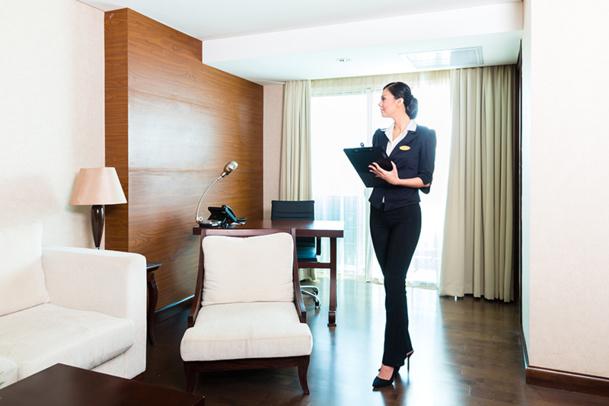 Le responsable Qualité et Attitude est en charge du suivi de la satisfaction clientèle et donc du respect des protocoles et procédures de contrôle de la qualité des prestations offertes © Kzenon - Fotolia.com
