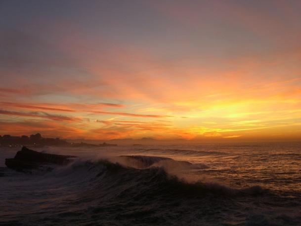 Des vagues, parfois très hautes et très puissantes, ont déferlé sur la côte Atlantique dans la nuit de lundi à mardi - DR : © alesflex - Fotolia.com