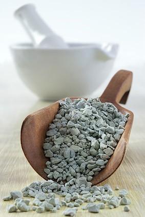 BEE Paris propose une ligne de produits cosmétiques naturels parmi lesquels une série d'hydrolats, des savons artisanaux, des argiles, de la poudre de la pierre d'alun… - DR