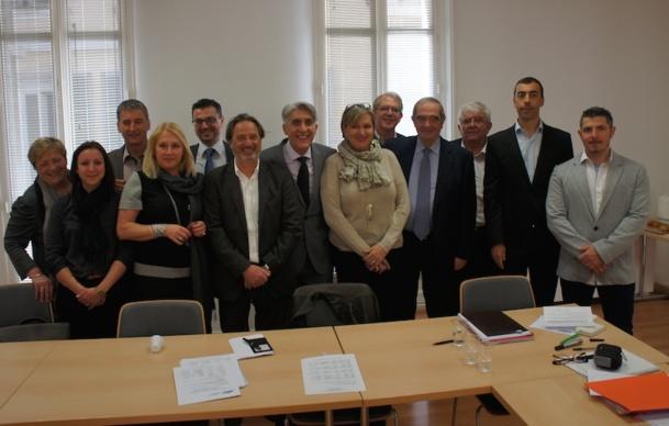 Lucien Salemi, président du SNAV Méditerranée, entouré des administrateurs et de Georges Colson, Président du SNAV - Photo CE