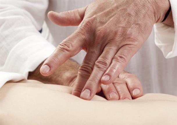 si l'acupuncture permet d'améliorer le fonctionnement des organes et de soulager de multiples maux, la digitopuncture qui a un rôle tonifiant et stimulant répond à un besoin de bien-être et de relaxation - © Laurent Hamels - Fotolia.com