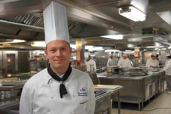 Les cuisines du neoRiviera, dirigées par Antonio Brizzi, qui prépare les repas à la minute. - Photo CE