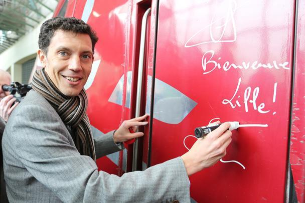 Franck Gervais, CEO of Thalys appends his signature on the first direct train from Lille to Amsterdam. Photo Maxime Dufour.
