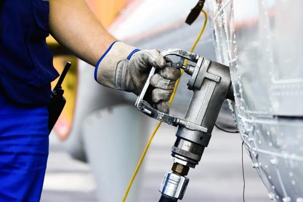 La taxe YQ correspond au montant de la surcharge carburant qui s'intègre au prix TTC du billet d'avion - DR : © Fotimmz - Fotolia.com