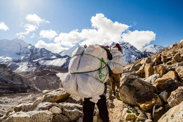 After an avalanche that killed 13 of their colleagues, the Nepalese mountain guides are on strike at least until the end of May - DR: © blas - Fotolia.com
