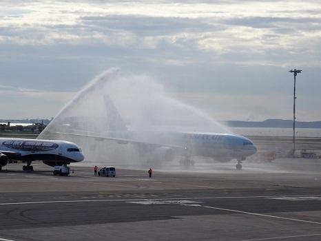 Les pompiers ont accueilli le Boeing de KalTour - Photo DR