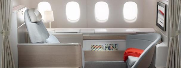 La nouvelle Première Classe d'Air France offre un siège qui se transforme en un lit de 2 mètres de long - Photo DR