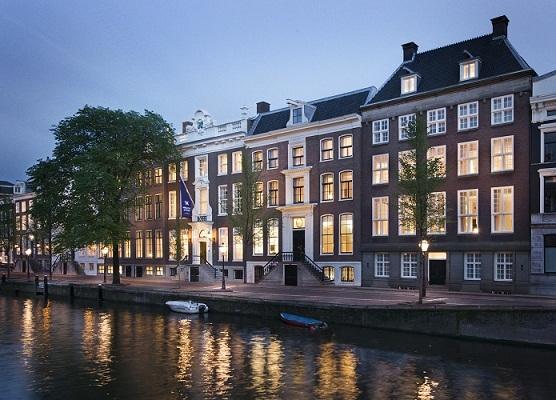 Le Waldorf Astoria Amsterdam regroupe 6 maisons historiques au bord d'un des principaux canaux de la ville - Photo DR