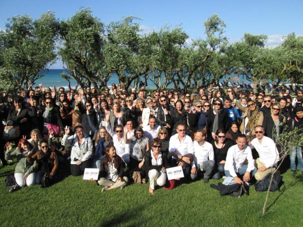 """200 agents de voyages à Zante. Ici sur la plage """"pelouse"""" de l'hôtel Eleon Grand Resort & Spa - DR : M.S."""