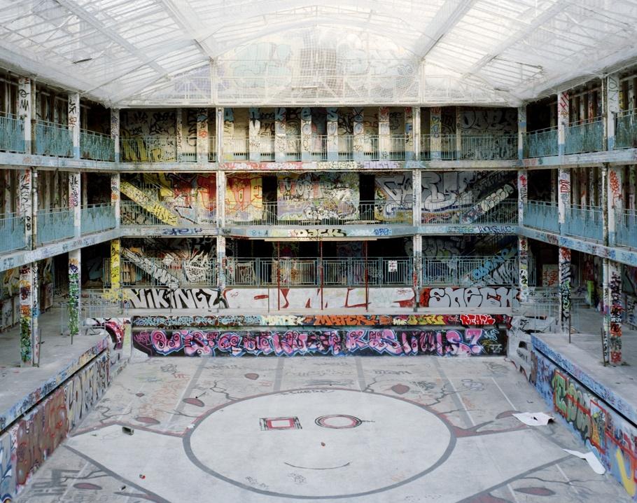 Molitor années 1990/2000, temple de l'underground parisien. Crédit photo Thomas Jorion.(Courtesy de l'artiste).