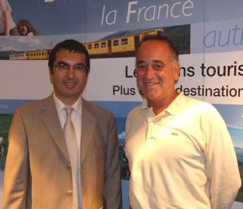 Jean-Pierre Farandou, de la division Transports Publics de la SNCF, aux côtés de l'animateur Sylvain Augier
