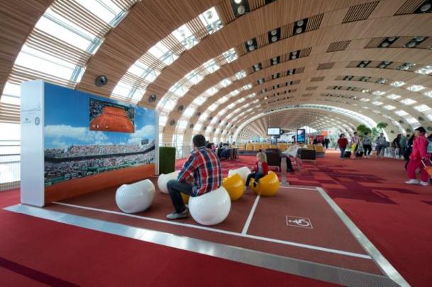 JCDecaux Airport Paris a installé des dispositifs de retransmission des matchs de Roland Garros dans tous les terminaux - DR : ADP