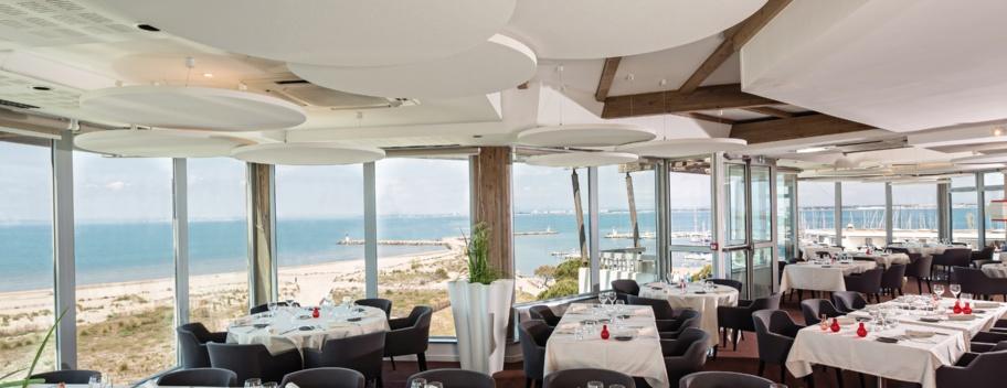 Le resstaurant plage des Bains de Camargue qui rouvrait le 12 mai 2014 après rénovation