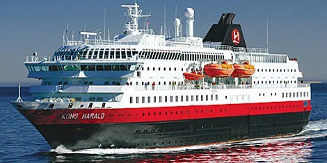 A bord du MS Kong Harald, les groupes pourront naviguer 12 jours de Bergen au sud, la cité hanséatique classée à l'UNESCO, à Kirkenes au nord puis retour - DR