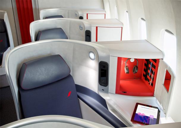 """Placés en """"épi"""" légèrement de côté,  la cabine compte quatre sièges par rangée, installés en 1-2-1 - Styles & Design"""