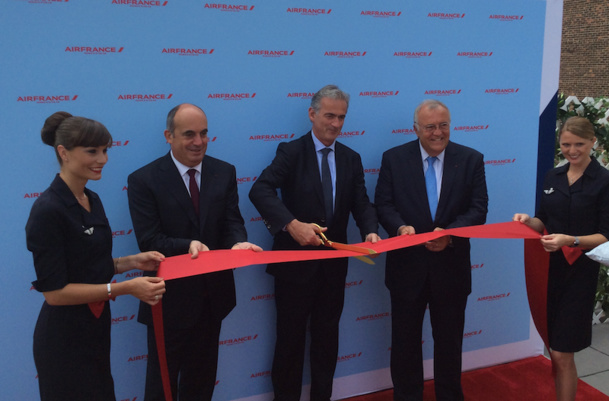 The Air France team during the inauguration of the first Boeing equipped with the new cabin. DR