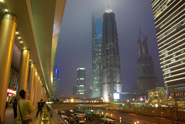 Dans le quartier de Pudong, ce building sera en 2015 le second plus haut du monde, après Burj Khalifa. Au sommet, un hôtel de près de 300 chambres - DR : J-F.R.