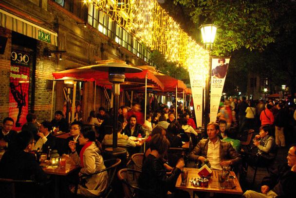 Le quartier de Xin Tian Di abrite les bars et restaurants parmi les plus audacieux de Shanghai. Dans l'ancienne concession française, ce petit carré de rues est le spot favori des expatriés et des nouveaux  golden boys chinois - DR : J-F.R.