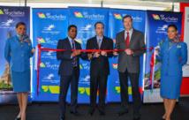 La cérémonie d'accueil du premier vol d'Air Seychelles avec le CEO de la compagnie Manoj Papa, le ministre des transports Joel Morgan, et et le vice-président de la compagnie Kevin Knight. DR