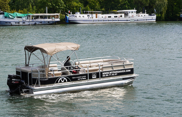 My Paris River propose aux entreprises de privatiser un bateau, totalement adaptable et modulable, pour (re)découvrir Paris depuis la Seine - DR : MyParisRiver