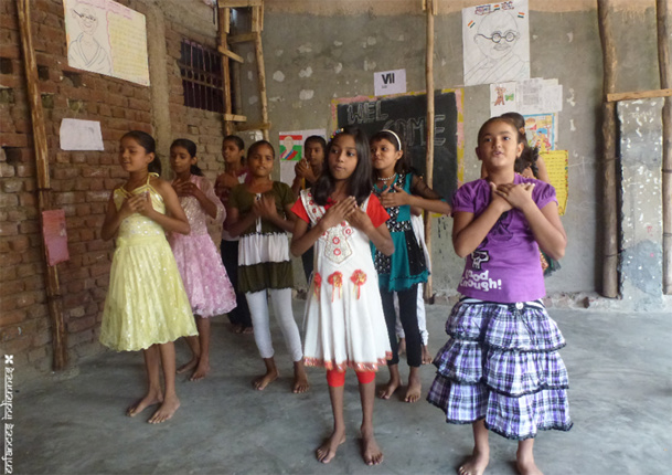Enfances Indiennes soutient le projet WHY, qui permet d'accueillir chaque jour les enfants des bidonvilles de New-Delhi, pour leur apporter un soutien scolaire - DR : Enfances Indiennes