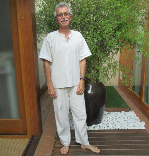 Jean-Jacques Gauthier, président du SPAS, en tenue de travail dans son espace et unité de soins esthétiques, corporels et psychologique situé à Enghien-les-Bains - DR
