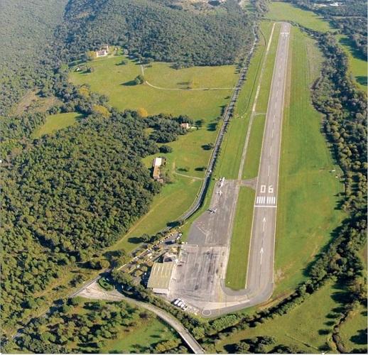L'aéroport accueille une piste de 1 190 mètres - Photo DR
