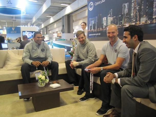 Trois joueurs de handball du PSG, détenu par Qatar Sport Investisment (QSI) sont venus rendre visite au stand de la Qatar Tourism Authority sur l'IFTM - Photo P.C.
