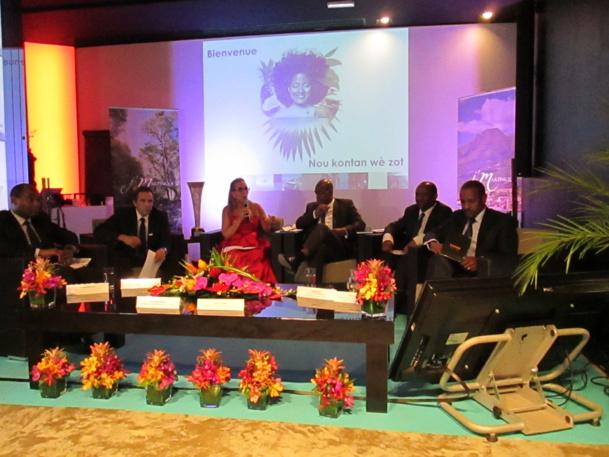 Les ambassadeurs du tourisme de la Martinique avec au centre Karine Roy-Camille présidente du Comité Martiniquais du Tourisme et Serge Letchimy président du Conseil Régional de Marrtinique.