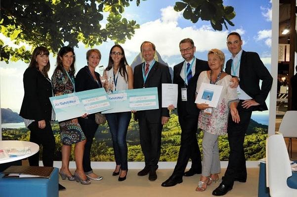 Les deux gagnantes du concours ont reçu leur récompense sur le stand d'Air Tahiti Nui lors de l'IFTM 2014 - Photo DR