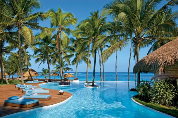 Une des longues piscines de l'hôtel Zoëtry Agua Punta Cana (République Dominicaine)