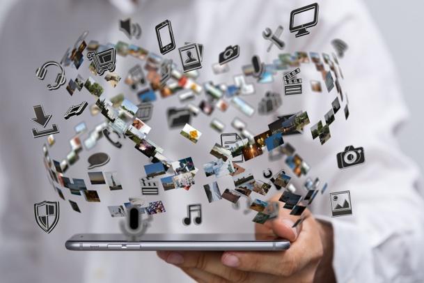 Passer d'un outil de loisir et de travail connecté par personne, tel que l'ordinateur, à trois en comptant une télévision et un smartphone par exemple, n'est encore pas grand-chose par rapport à la dizaine à laquelle nous arriverons prochainement - © vege - Fotolia.com