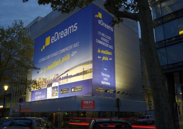 La toile publicitaire d'eDreams sur l'avenue Charles de Gaulle devrait être vue par près de 200 000 automobilistes chaque jour - Photo DR