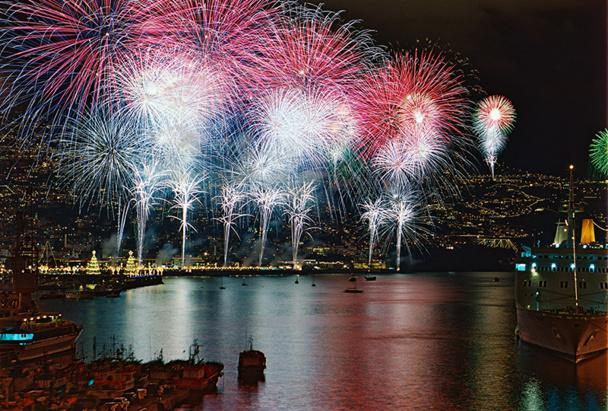 A Funchal, les hôtels organisent des transferts jusqu'à la baie pour assister au feu d'artifice du Nouvel An - DR : OT Madère