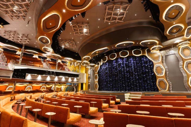 The Emerald theater where artists perform every night to entertain passengers. DR