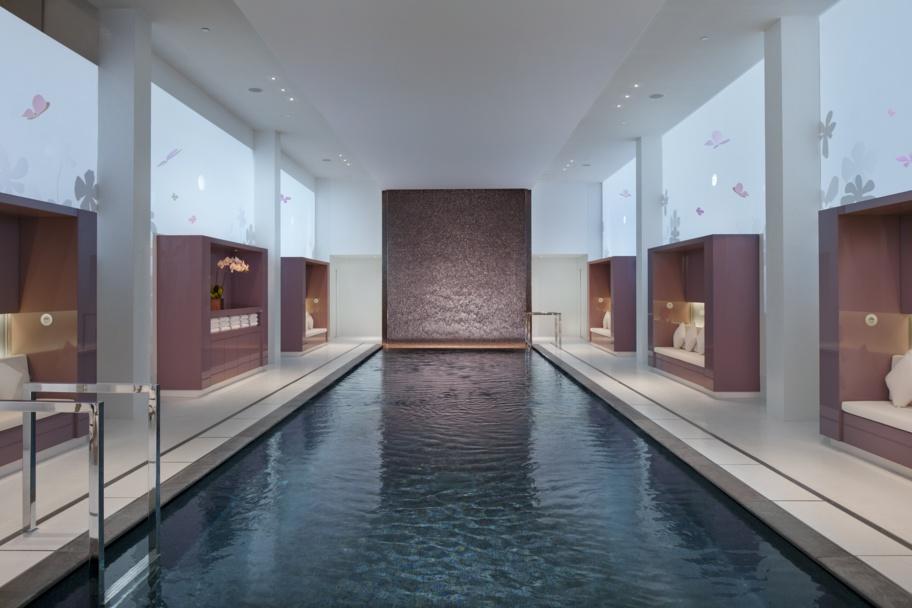 La piscine du Spa du Mandarin Oriental Paris.