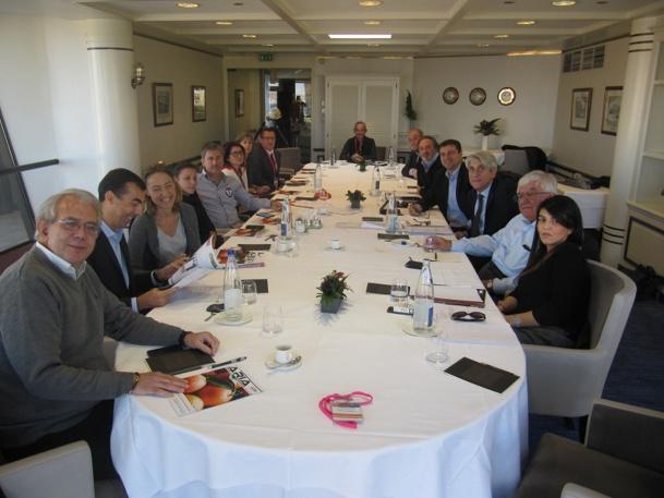 Les administrateurs du SNAV Méditerranée réunis autour de Lucien Salemi, leur Président - Photo P.C.