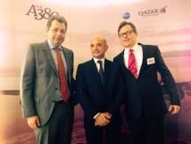 Franck Goldnadel, le directeur de CDG, Eric Didier, le directeur France de Qatar Airways ainsi que Jonathan Harding, le vice-président Europe de la compagnie, lors du baptême du premier A380 de Qatar Airways à Paris, mardi 18 novembre. DR Florian Guillemin.