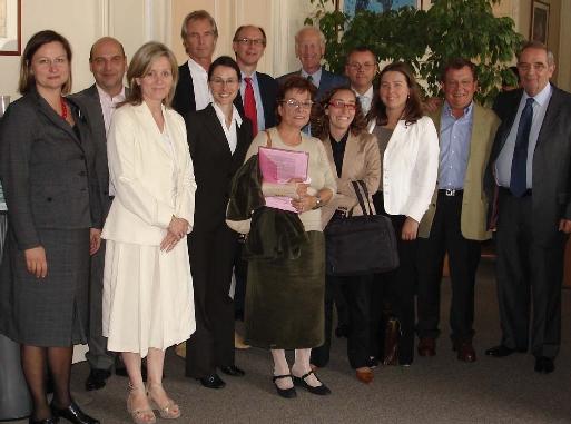 Michel de Blust (secrétaire général de l'ECTAA) et Georges Colson (président du Snav) aux côtés des membres du comité juridique de l'ECTAA hier à Paris