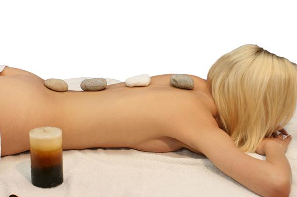 La lithothérapie est en fait un mélange de techniques ancestrales qui utilisent, par exemple, les pierres polies comme outils de massage ou leurs couleurs (chromothérapie) pour apaiser l'esprit et le corps - DR : Fotolia