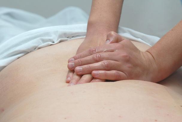Le terme massage ou massothérapie englobe un ensemble de techniques qui, malgré leurs différences philosophiques et d'applications, partagent un certain nombre de principes et de méthodes - DR : Fotolia