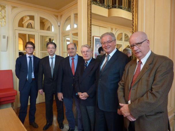 de gauche à droite … Bertrand Moine –SCARA ; Jean-François Michel - UNOSEL ; Jean-Pierre Mas - SNAV ; Jean-Pierre Teyssier -  Médiateur ; René-Marc Chikli -  Président de la MTV ; Guy Tardieu - FNAM