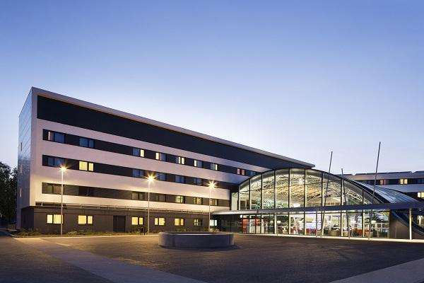 L'hôtel Oceania de l'aéroport Roissy-Charles de Gaulle dispose d'une verrière qui lui offre une parfaite insonorisation pour ses clients - Photo DR