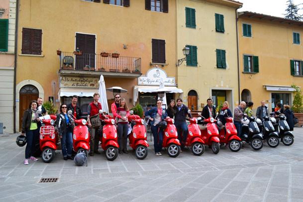 Pour rendre le deux-roues accessible au plus grand nombre, Augustin de Chassy a lancé un package weekend sur la Toscane, à découvrir à Vespa - DR : A. de Chassy