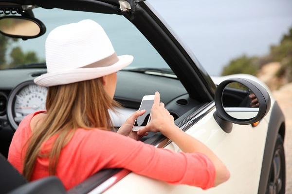 Chez le receptif Plus Travel, le traditionnel autotour devient connecté avec l'application YapQ. © goodluz - Fotolia.com